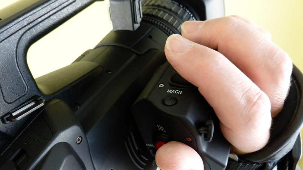 XF200-magnification-button